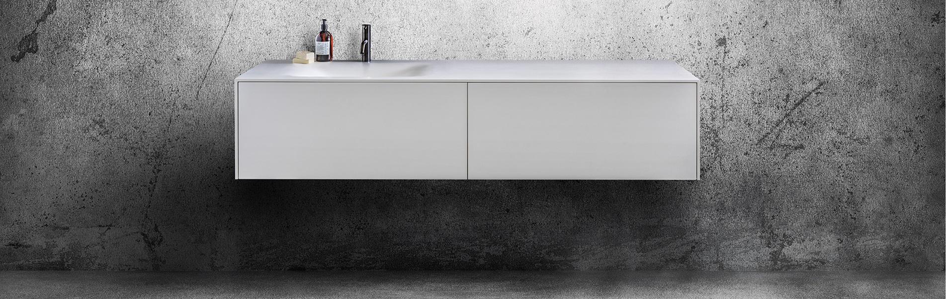 Badkamermeubel BDutch. Strakke design badkamermeubelen. Wit Solid Surface Corian Himacs. B Dutch design badmeubel. Bekijk het B Dutch concept voor complete badkamers.