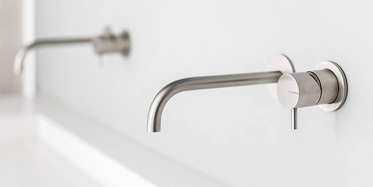 De RVS-kranen collectie van B Dutch kent vele soorten kranen. Allemaal design RVS kranen. Voor de badkamer, keuken en het toilet. Wandkranen, opbouwkranen, vrijstaande kranen, regendouches en meer.