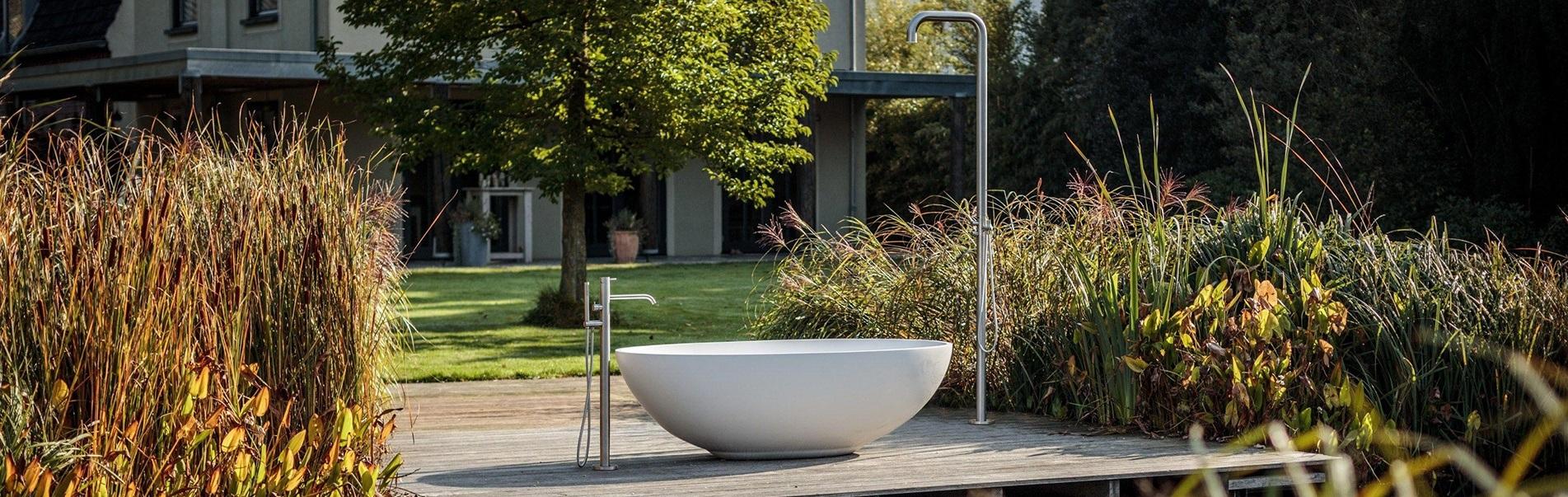 Luxe baden. Vrijstaande baden voor in luxe badkamers. Uw badkamer wordt exclusief met zo'n vrijstaand ligbad van B Dutch. B Dutch levert een totaal programma voor complete badkamers.