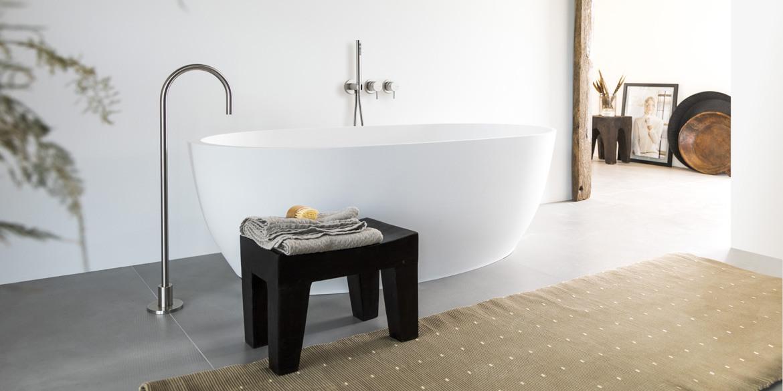Ligbad LB Oval Mini 1500 mm. Ligbaden van B Dutch. Dutch design ligbaden, badkuipen, losstaand baden, bad vrijstaand, vrijstaand ligbad en losstaande baden. Vervaardigd van topkwaliteit Solid Surface Corian, verkleurt niet. Ook op maat te maken.