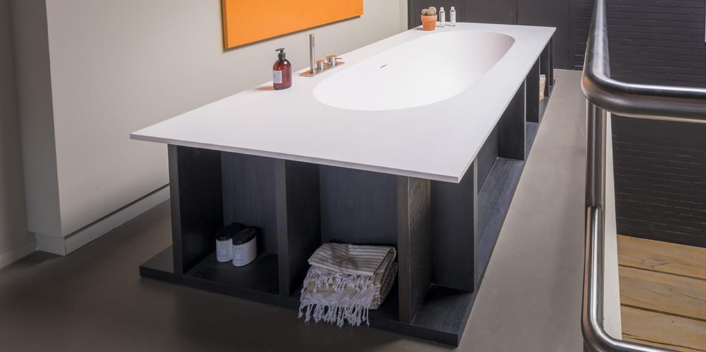 Ligbad Italy Round. Ligbaden van B Dutch. Dutch design ligbaden, badkuipen, losstaand baden, bad vrijstaand, vrijstaand ligbad en losstaande baden. Vervaardigd van topkwaliteit Solid Surface Corian, verkleurt niet. Ook op maat te maken.