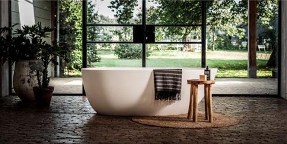 Ligbad Evolution. Ligbaden van B Dutch. Dutch design ligbaden, badkuipen, losstaand baden, bad vrijstaand, vrijstaand ligbad en losstaande baden. Vervaardigd van topkwaliteit Solid Surface Corian, verkleurt niet.