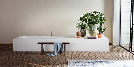 Maatwerk baden. Ligbaden, badkuipen, baden op maat gemaakt in alle vormen en afmeringen. Naadloos vervaardigd van Solid Surface Corian.