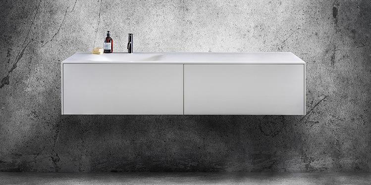 Badkamermeubelen van topkwaliteit af fabriek kopen. De B Dutch design collectie badmeubels, kasten voor de badkamer is enorm groot. Strak, modern, diverse kleuren, corian wit met hout, of totaal strak wit. Alle badkamermeubels kunnen op maat gemaakt worden.