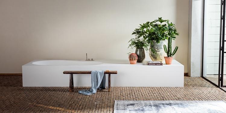 https://www.bdutch.nl/wp-content/uploads/2018/05/ligbaden-vrijstaand-bad-Solid-Surface-Corian-Himacs-design-luxe-badkamers-B-Dutch-749-1-k.jpg