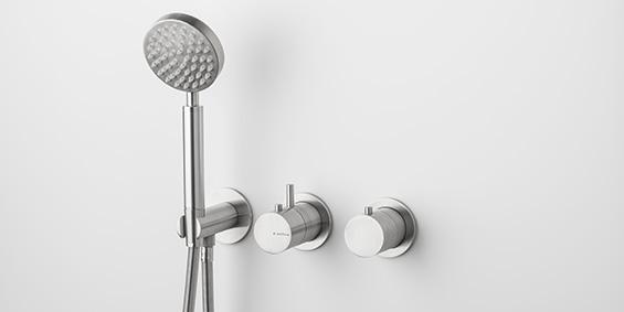 RVS handdouche groot, regendouche set, thermostaatkraan, handdouche. Set van zeer hoogwaardig geslepen RVS. Design RVS regendouche set. B DUTCH aanbieder van hoogwaardige keukens en badkamers.