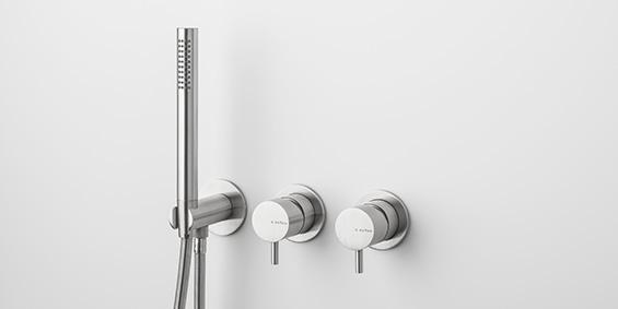Regendouche set, mengkraan, handdouche. Set van zeer hoogwaardig geslepen RVS. Design RVS regendouche set. B Dutch aanbieder van hoogwaardige keukens en badkamers.