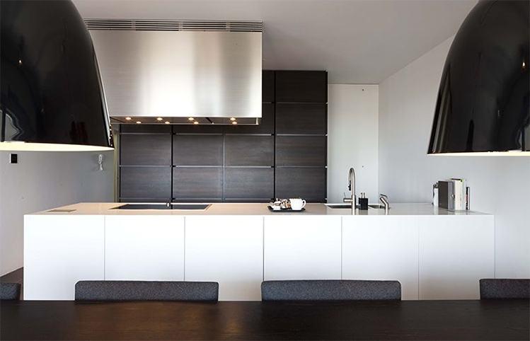 Keukens op maat b dutch ontwerpt produceert en installeert keukens