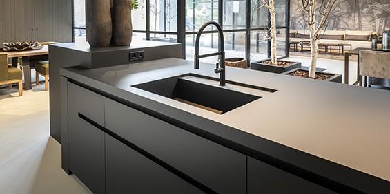 B DUTCH is een producent van keukens en badkamers. Maatwerk eenvoudig toe te passen.