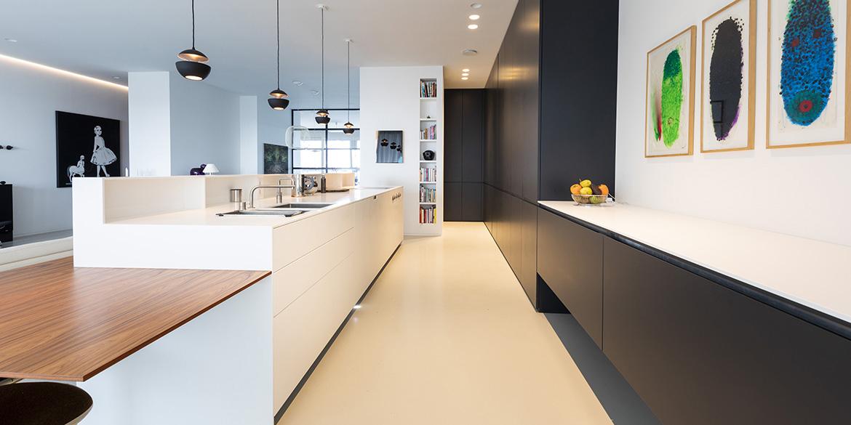 Complete keuken kopen? Met keukeneiland of kookeiland? Keuken ontwerpen, keuken ideeen of keuken inspiratie opdoen? B DUTCH voor moderne keukens, design keukens. Luxe keukens mat wit, mat zwart, mat grijs of andere kleur. Corian, Fenix, staal. Kom voor uw keuken op maat naar onze fabrieksshowroom in Cuijk.