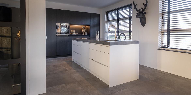 Bekend Keukens op maat. B Dutch ontwerpt, produceert en installeert keukens. #EA75
