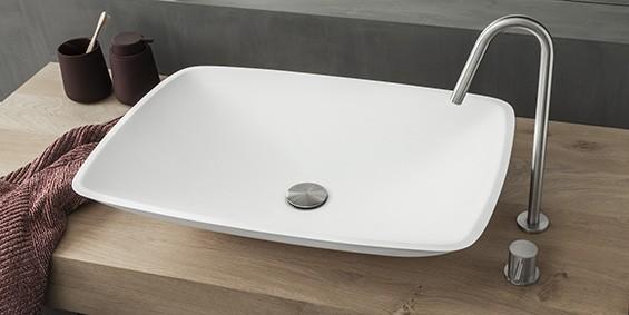 Opzet waskom, opzet wastafel Flow van topkwaliteit B-Solid. Dit materiaal heeft dezelfde uitstraling als Solid Surface Corian. De B DUTCH opbouw wasbak Flow is mat wit. De rechthoekige wasbak of rechthoekige waskom heeft ronde hoeken.