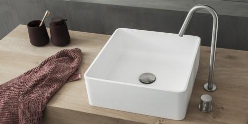 Vierkante waskom, B-Solid topkwaliteit waskom. Uitstraling als Solid Surface. Waskom mat wit vierkant. Deze B DUTCH Square is gemaakt van topkwaliteit B-Solid wat lijkt op Solid Surface Corian. Een mooie mat witte waskom of opzet wastafel.