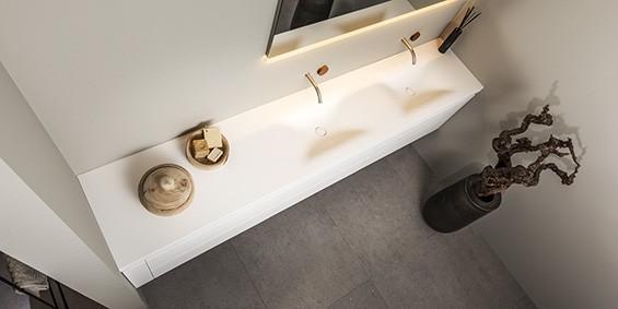 Dubbele wastafel van Corian, mat wit. B DUTCH design dubbele wastafels, SOFT DOUBLE. Topkwaliteit Corian wastafels, twee wasbakken. Diverse afmetingen en op maat te maken. Als vrijhangende zwevende wastafel of op een ondermeubel te plaatsen. Diverse diktes verkrijgbaar.