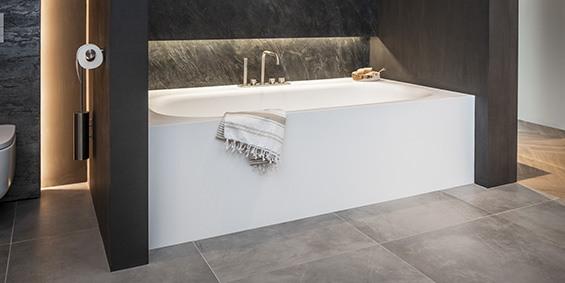 Corian ligbad, passend te maken tussen twee muren. Topkwaliteit Corian bad, vergeelt niet. B DUTCH design ligbad Vegas, strak tijdloos design. Diverse afmetingen ligbaden.