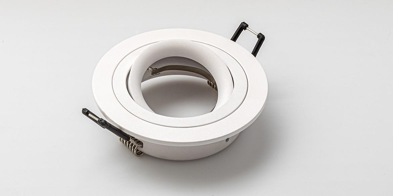 Spotjes, inbouwspots rond 92mm mat wit LED, verstelbaar, kantelbaar, uit de B DUTCH The Essentials plafondspots collectie. Diverse maten, mat zwarte spots, mat witte spots en geborsteld aluminium LED spots voor GU10, MR16 en Philips Hue GU10 lichtbronnen.