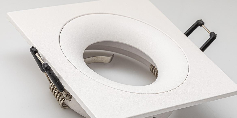 Spotjes, inbouwspots vierkant 92mm mat wit, LED, spot uit de B DUTCH The Essentials plafondspots collectie. Diverse maten, mat zwarte spots, mat witte spots en geborsteld aluminium LED spots voor GU10, MR16 en Philips Hue GU10 lichtbronnen.