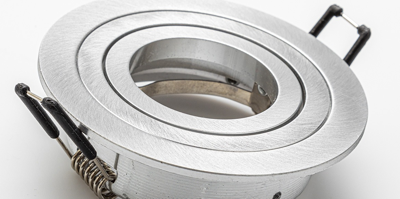 Spotjes, inbouwspots rond 92mm aluminium LED, verstelbaar, kantelbaar, uit de B DUTCH The Essentials plafondspots collectie. Diverse maten, mat zwarte spots, mat witte spots en geborsteld aluminium LED spots voor GU10, MR16 en Philips Hue GU10 lichtbronnen.