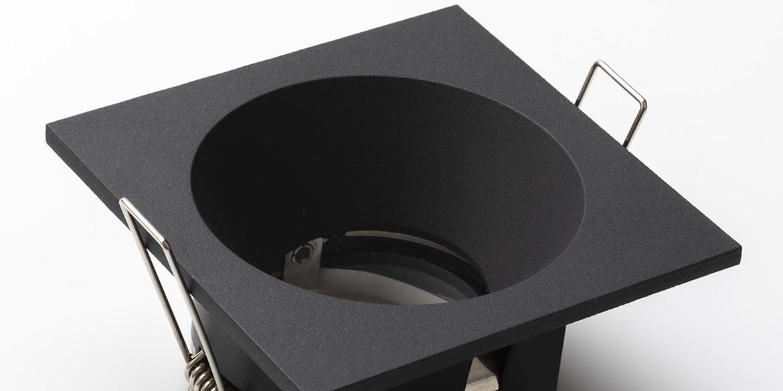 IP65 Recessed spotjes, verzonken of verdiepte inbouwspots LED voor in de badkamer. Deze IP65 badkamer spotjes komen uit de B DUTCH The Essentials plafondspots collectie. Diverse maten, mat zwarte spots, mat witte spots en geborsteld aluminium LED spots voor GU10, MR16 en Philips Hue GU10 lichtbronnen.