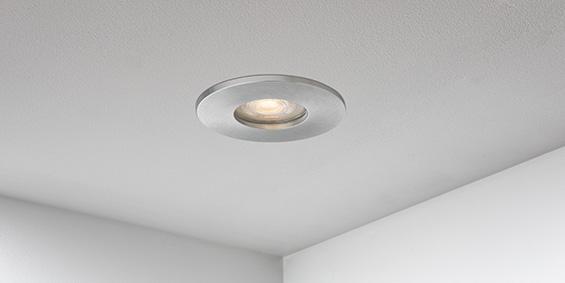 Badkamer Spotjes, Veranda spotjes, LED ip44, IP65, badkamerspots aluminium. LED inbouwspots badkamer. IP65 LED spots. The Essential collectie van B DUTCH. IP65 spots van geborsteld aluminium, mat zwart of mat wit. GU10 en MR16 en Philips Hue GU10 lichtbron passen in de badkamer spotjes. Armatuur voor GU10, MR16 en Philips Hue GU10 lichtbronnen. Ook dimbaar te maken.