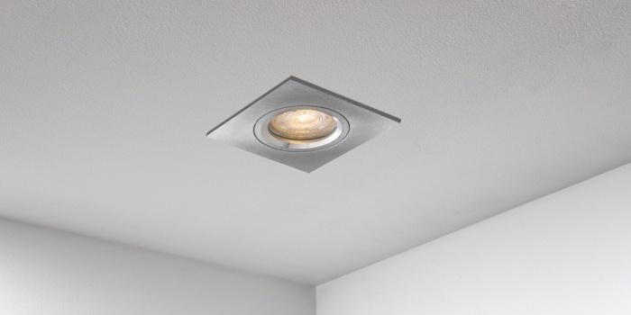Spotjes, inbouwspots vierkant 79mm aluminium LED, uit de B DUTCH The Essentials plafondspots collectie. Diverse maten, mat zwarte spots, mat witte spots en geborsteld aluminium LED spots voor GU10, MR16 en Philips Hue GU10 lichtbronnen.