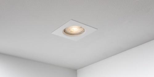 Spotjes, inbouwspots vierkant 79mm mat wit LED, uit de B DUTCH The Essentials plafondspots collectie. Diverse maten, mat zwarte spots, mat witte spots en geborsteld aluminium LED spots voor GU10, MR16 en Philips Hue GU10 lichtbronnen.