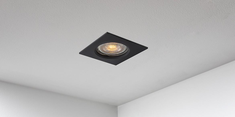 Spotjes, inbouwspots vierkant 79mm mat zwart LED, uit de B DUTCH The Essentials plafondspots collectie. Diverse maten, mat zwarte spots, mat witte spots en geborsteld aluminium LED spots voor GU10, MR16 en Philips Hue GU10 lichtbronnen.