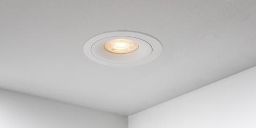 Spotjes, inbouwspots rond 92mm mat wit LED, uit de B DUTCH The Essentials plafondspots collectie. Diverse maten, mat zwarte spots, mat witte spots en geborsteld aluminium LED spots voor GU10, MR16 en Philips Hue GU10 lichtbronnen.