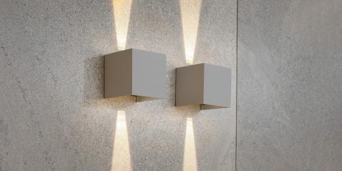 B DUTCH wandspot UPDOWN, moderne muurspot in een lichtgrijze kleur