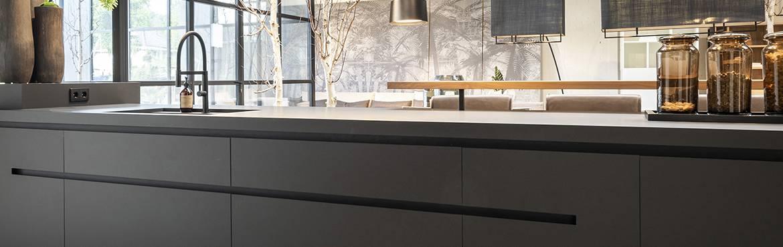 Zwarte-keuken-design-keuken-op-maat-gemaakt-door-B-Dutch.jpg