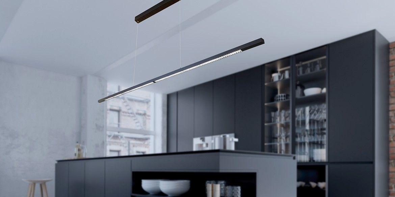 Design hanglamp 240 cm, 180 cm of 120 cm. Mat zwarte smalle moderne hanglamp voor eettafel, kookeiland. Deze LED design hanglamp is dimbaar. Opbouw model met plafondbox. Design B DUTCH. Binnen de collectie design hanglampen van B DUTCH kiest u uit de witte of zwarte design hanglampen, 2,2 cm of 10 cm hoog, inbouw of opbouw, mat zwart of wit. De Updown versie is 10 cm hoog en straalt ook licht op het plafond.