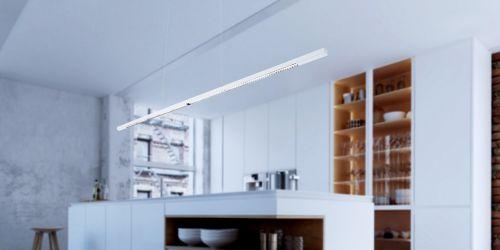 Design hanglamp 240 cm, 180 cm of 120 cm. Witte smalle moderne hanglamp voor eettafel, kookeiland. Deze LED design hanglamp is dimbaar. Design B DUTCH. Binnen de collectie design hanglampen van B DUTCH kiest u uit de witte of zwarte design hanglampen, 2,5 cm of 10 cm hoog, inbouw of opbouw, mat zwart of wit. De Updown versie is 10 cm hoog en straalt ook licht op het plafond.