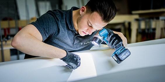 B DUTCH fabriek Cuijk. Producent van hoogwaardige design sanitair producten zoals ligbaden, badkamermeubelen, wastafels, toiletfonteinen, kranen, verlichting, douchevloeren, waskommen, douchebakken, etc. B DUTCH werkt veel met het Solid Surface topmerk Corian. B DUTCH is Corian certified verwerker.