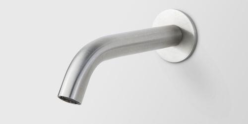 Wandkraan voor bij een bad. Deze baduitloop is 200 mm lang en heeft een hoek van 45 graden. Hoogwaardig geslepen RVS. Deze badkraan is uitstekend te combineren met andere hoogwaardig geslepen RVS badkranen uit de B DUTCH collectie.